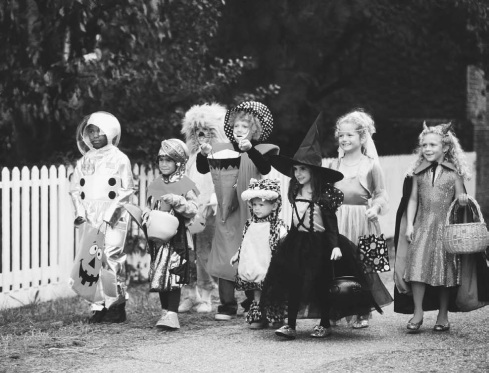Children-trick-or-treat-on-Halloween