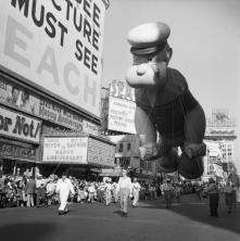item6_rendition_slideshowWideVertical_1959-macys-thanksgiving-day-parade