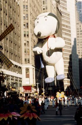 item8_rendition_slideshowWideVertical_1970-macys-thanksgiving-day-parade