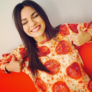 Pizza sweater. This is my kind of woman.